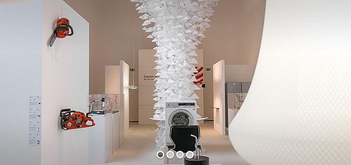 레드닷 디자인 뮤지움 내부의 모습. 독특한 흰색 벽에 걸린 제품들이 돋보인다.