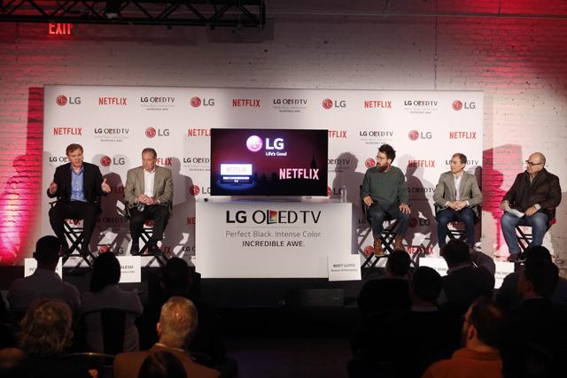 왼쪽에서 두 번째 LG전자 팀 알레시(Alessi) 미국법인 신상품 개발 담당, 올레드 TV 기준 오른쪽 첫 번째 마블 매트로이드(Matt Lloyd) 데어데블 사진감독, 올레드 TV 기준 오른쪽 두 번째: 넷플릭스 스캇 마이러 (Scott Mirer) 제품제휴 총괄 입니다.