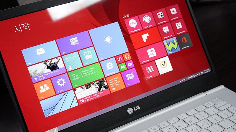 LG 그램 14 부팅 모습. 윈도우8 화면이 보인다.