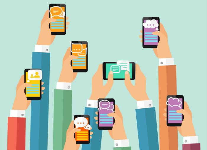 여러 개의 손이 스마트폰을 쥐고 메세지를 작성하는 일러스트