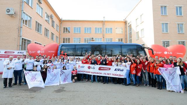 대규모 헌혈 이벤트 단체 사진 입니다.