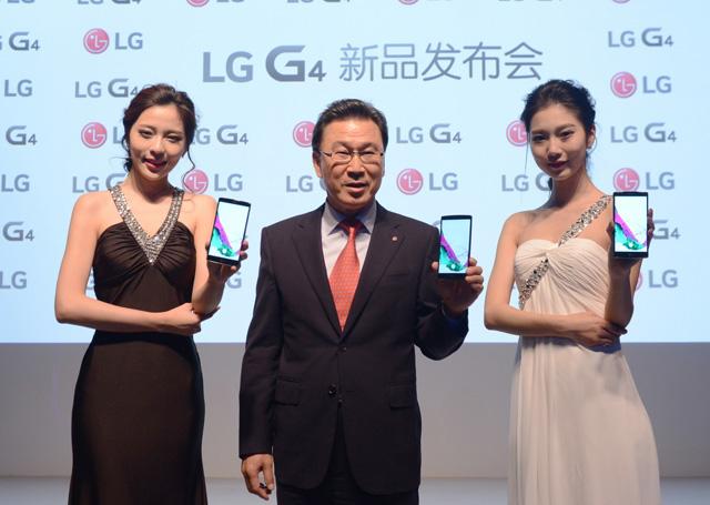 . LG전자 중국법인장 신문범 사장이 G4를 소개하고 있습니다.