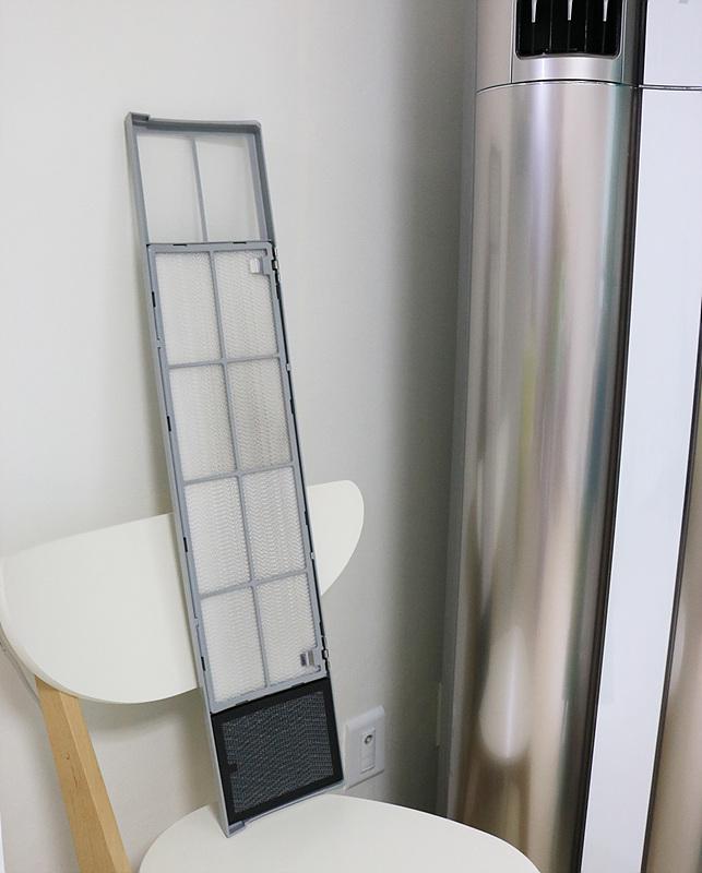휘센 듀얼에어컨의 공기청정 필터의 모습