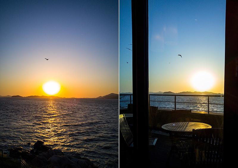 카페에서 촬영한 강화도 바닷가 일몰 장면. 해가 지는 바다 위를 갈매기가 날고 있다.