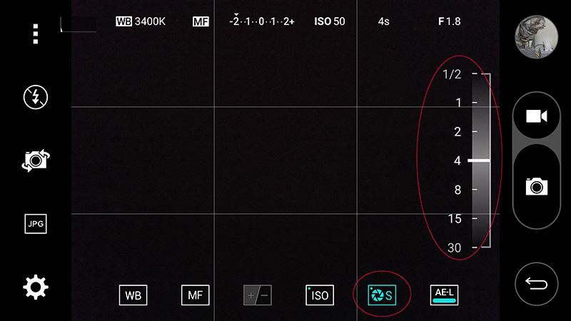 LG G4의 셔터스피드를 조정하고 있는 모습