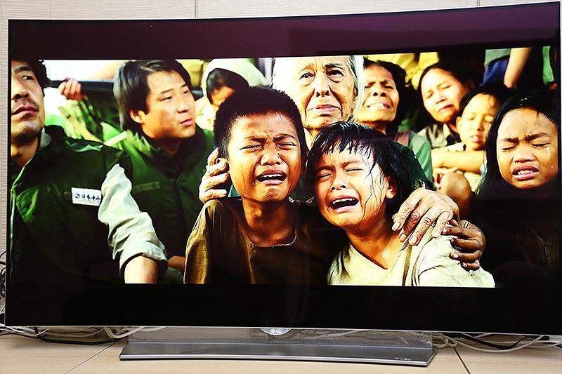 영화 '국제시장'의 한 장면. 아이들이 울고 있다.