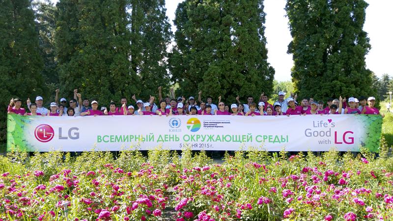 보태니컬 가든 보호 활동을 진행한 카자흐스탄 법인 직원들의 모습