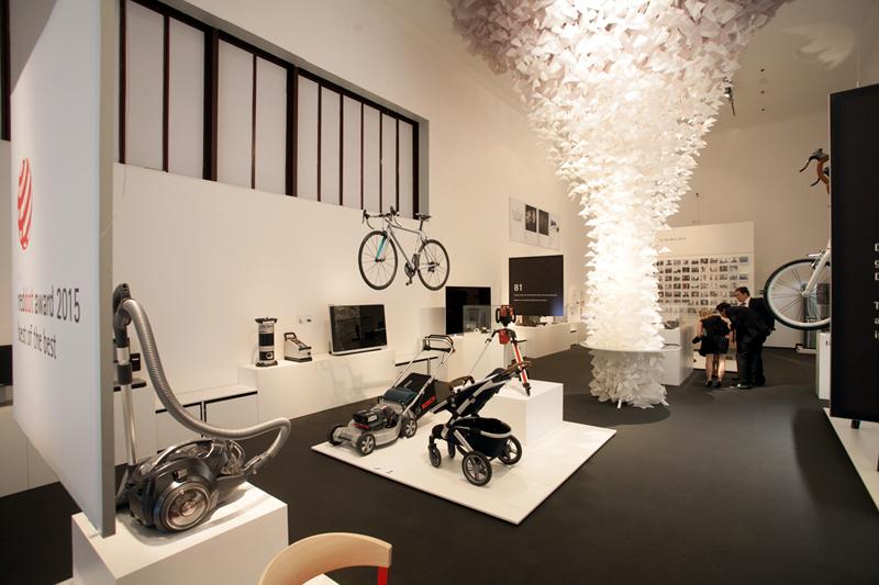 LG 코드리스 청소기가 전시되어 있는 레드닷 박물관 내부