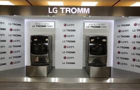 LG 트롬 트윈워시 두 대가 나란히 놓여있다.