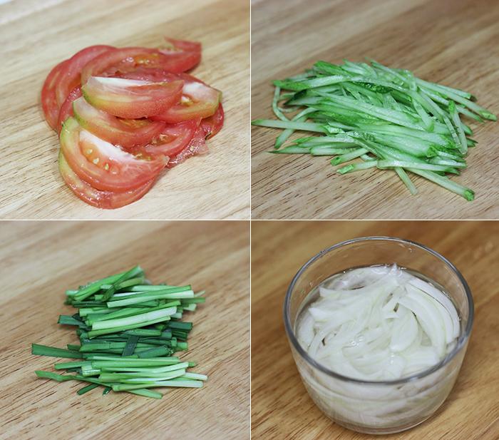 토마토와 오이 등 손질해 놓은 채소들