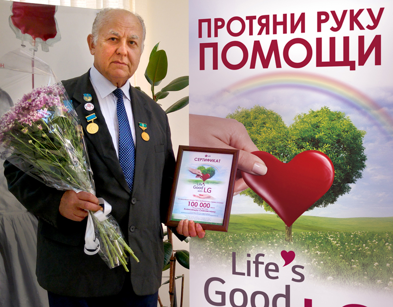 세계에서 두 번째로 1천번 이상 헌혈을 한 알렉산더 스카코프스키씨