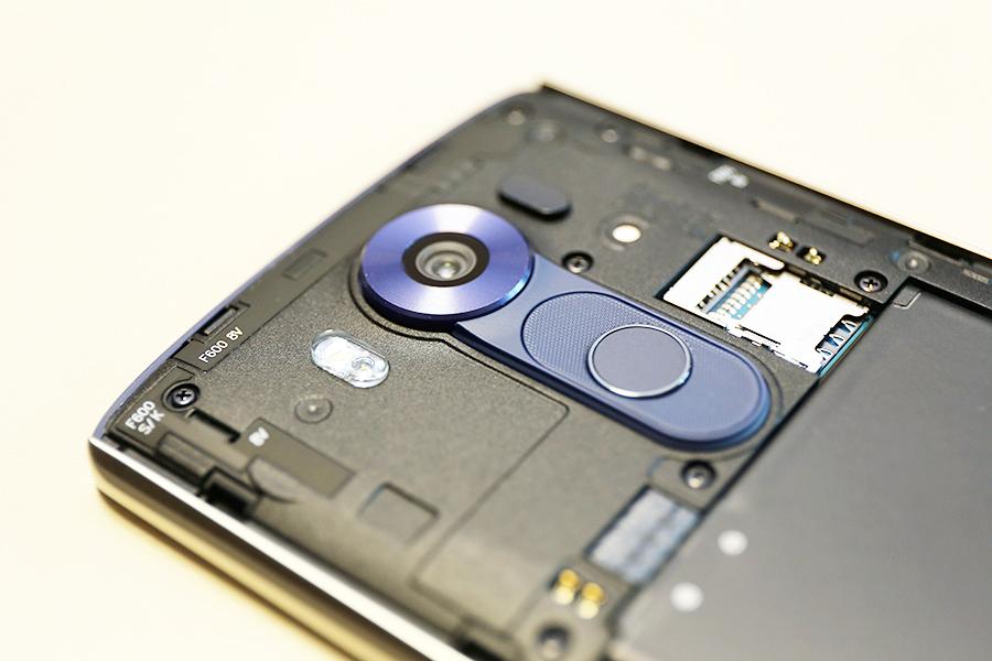 V10 후면 카메라
