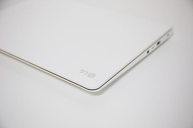 화이트 컬러의 가성비 좋은 LG 13U360