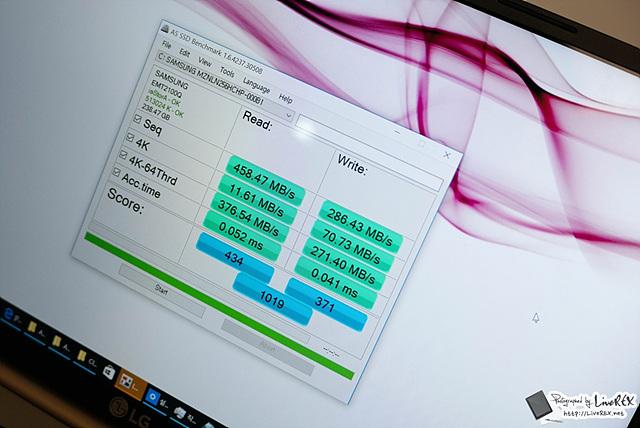 SSD 가 어느 정도 수준을 갖는지도 확인해볼 수 있었는데, 1천 점을 약간 넘어서는 점수를 받았습니다.