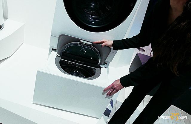 LG 시그니처 세탁기 화이트 컬러의 하단부 모습