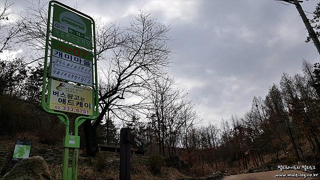 7번 마을버스 종점에는 공원이 있다.