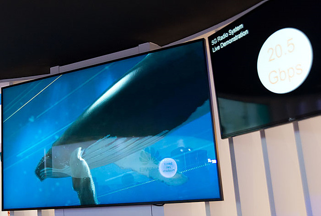 SK텔레콤이 공개한 5G 실험 장비의 실시간 전송 속도. 빠른 속도지만, 당장 상용화는 어렵다.