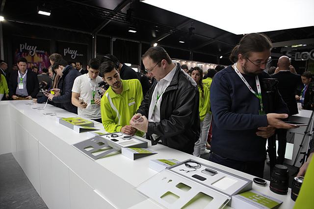 프레젠테이션이 끝난 후에 찾은 G5 체험존은 인산인해라고 할 정도로 많은 매체들이 제품을 직접 체험했습니다.
