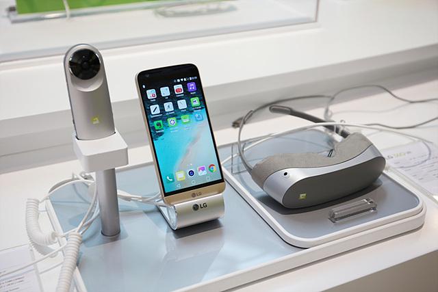 LG 360 VR과 LG 360 캠 또한 많은 관심을 받은 프렌즈들이었습니다.