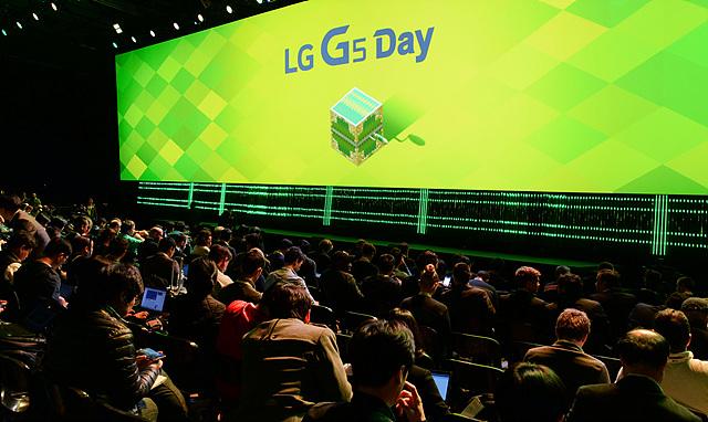 행사장 내부는 국내외 외신들로 가득 차, LG G5에 대한 관심이 높은 것을 다시 한 번 확인할 수 있었습니다.