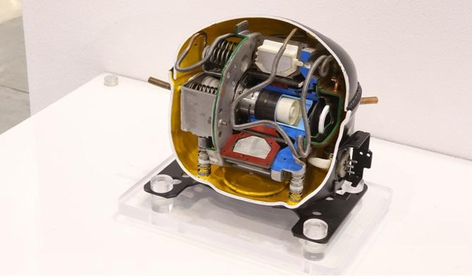 LG전자는 2000년 세계 최초로 리니어 컴프레서 개발에 성공하고, 2001년 이를 탑재한 냉장고를 양산하는데 성공했습니다.