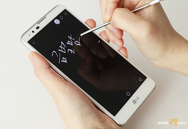 화면이 꺼진 상태에서도 메모가 가능한 LG 스타일러스2