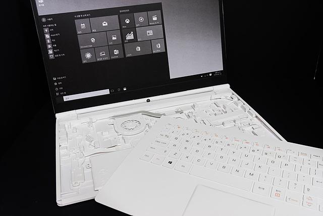 페이퍼로 만든 그램15 노트북 키보드 이미지