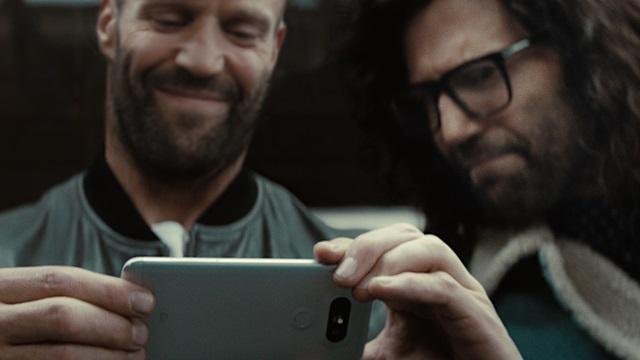 세계적인 영화 배우 '제이슨 스타뎀'이 출연하고 베테랑 감독 '프레드릭 본드'가 연출해 박진감 넘치는 'LG G5' TV 광고를 제작했다. LG전자는 두 거장이 참여한 이번 광고를 이번 주부터 글로벌 순차 공개하며 전 세계 소비자들의 눈길을 사로잡는다는 전략이다.