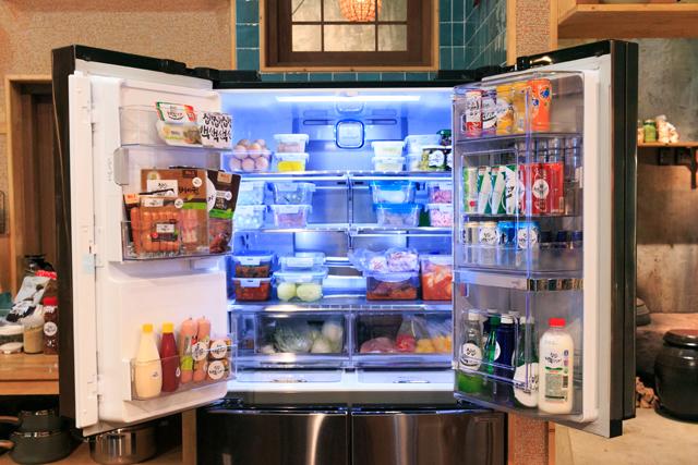 LG 디오스 얼음정수기냉장고 문을 오픈한 모습
