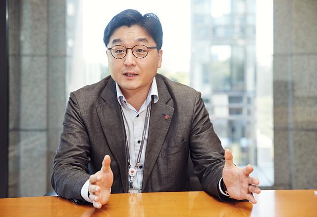 LG전자 채용팀 이동훈 인사담당자가 인터뷰하고 있는 모습