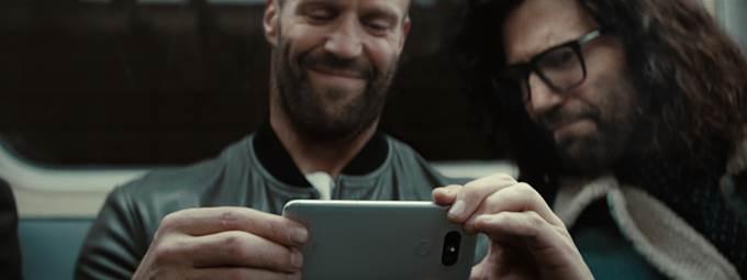 제이슨 스타뎀이 노출된 LG G5 TV 광고 장면