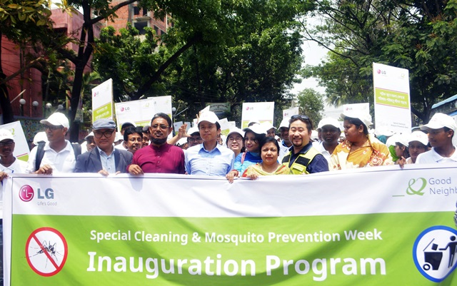 LG전자가 방글라데시에서 모기퇴치 캠페인을 실시하며 기업의 사회적 책임을 적극 실천한다. LG전자 임직원, 굿네이버스, 시민 약 1천여명이 모여  모기퇴치 가두행진을 하고 있다. 방글라데시는 습하고 더운 기후 탓에 뎅기열, 말라리아 등 모기로 인한 질병 피해가 극심하다.