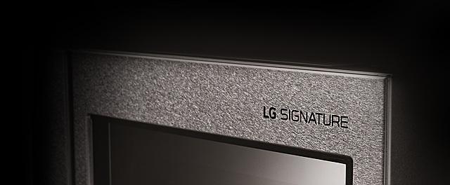 쓸수록 가치가 돋보이는 냉장고 LG 시그니처의 로고 모습입니다.