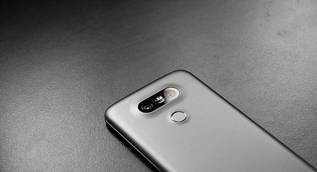 LG G5 후면 이미지