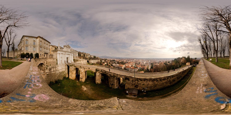 LG 360 월페이퍼 - 이탈리아 베르가모의 구시가 풍경