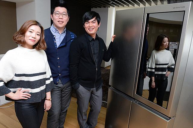 왼쪽부터 디자인연구소 이항복 수석, 김민섭 선임, 고소연 주임의 모습입니다.