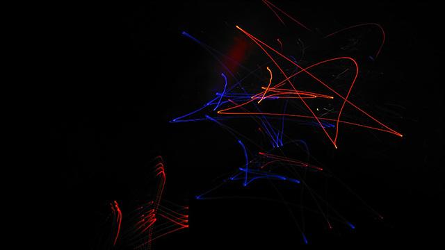 G5로 셔터스피드를 느리게 한 후, ISO를 올린 상태로 빛의 궤적을 이용하면 특이한 사진을 만들 수 있습니다.