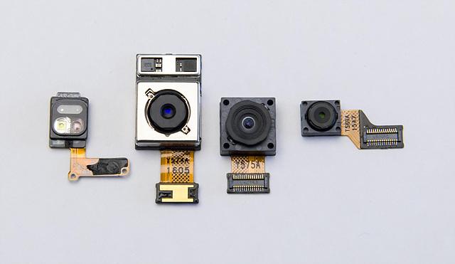 LG G5의 전/후면 카메라 모듈 (왼쪽부터 후면 일반각(OIS 탑재), 전면 일반각, 후면 광각)