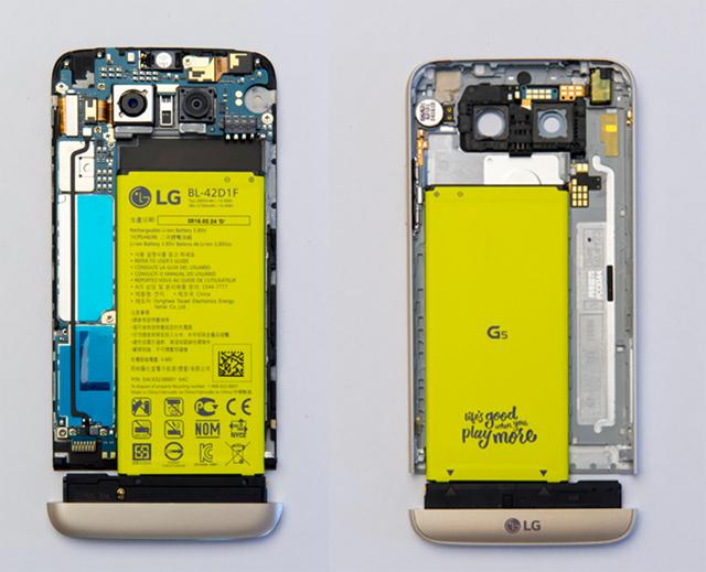 LG G5의 상/하판에 배터리를 끼운 모습