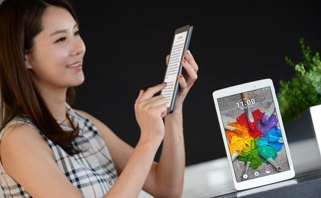 G전자가 인터넷 강의, 독서 등 멀티미디어 교육에 최적화된 'G Pad Ⅲ 8.0'을 출시했다.'G Pad Ⅲ 8.0'에 8인치 풀HD(1,920×1,200) IPS 디스플레이를 탑재, 텍스트를 읽거나 영상을 볼 때 더욱 선명한 화면을 제공한다.