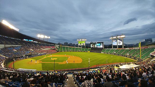 LG G5 광각으로 찍으면 야구장 전체를 한눈에 볼 수 있어 아주 좋습니다.