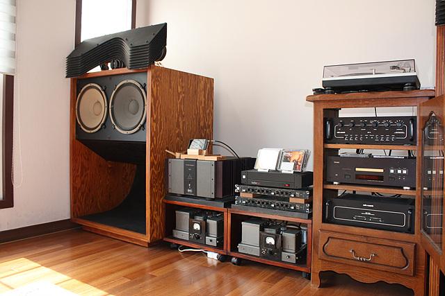 JBL이라는 오디오 전문 업체의 부품을 사용하여 필자가 직접 조립한 스피커 이미지