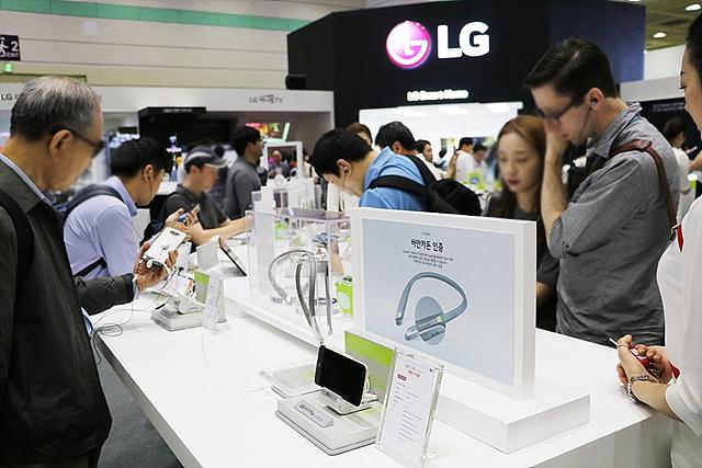 가장 많은 관심을 받은 제품은 역시 세계 최초로 모듈 방식을 채택한 G5과 LG 프렌즈 체험존이었습니다.