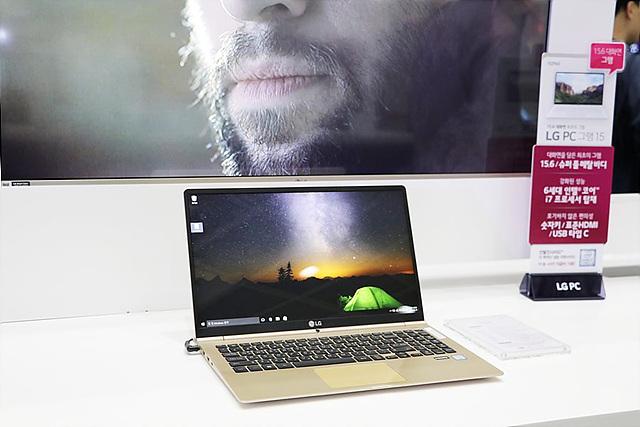 직장인들에게 인기 있는 그램 15 노트북 전시 이미지