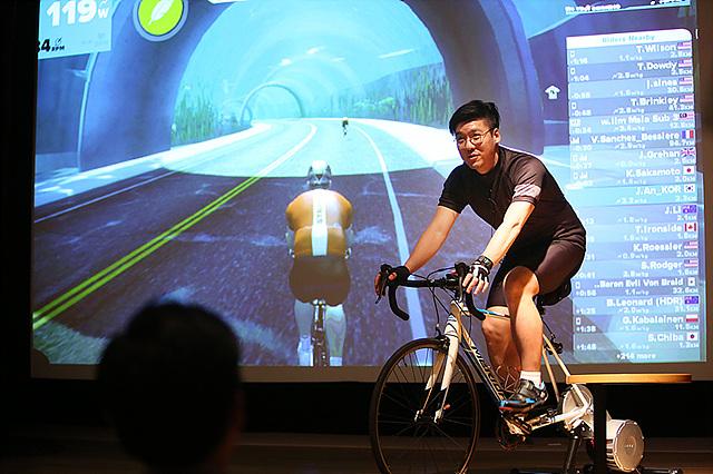 가상현실에서 자전거 타기 – 안재웅 사원