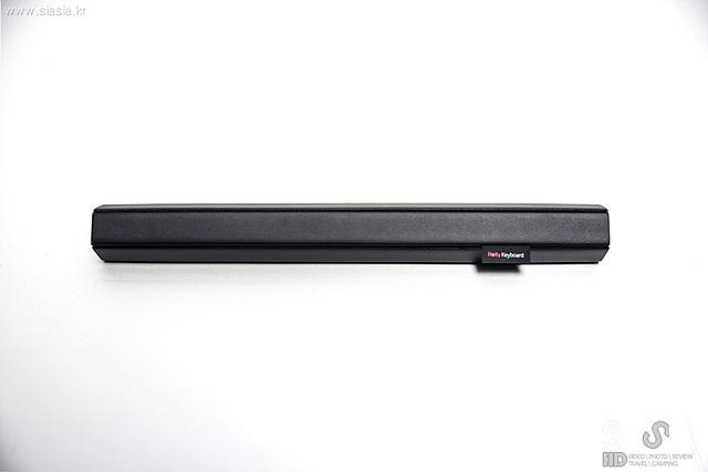 말아서 휴대하는 휴대성이 돋보이는 재미있는 디자인, 롤리키보드2의 모습입니다.