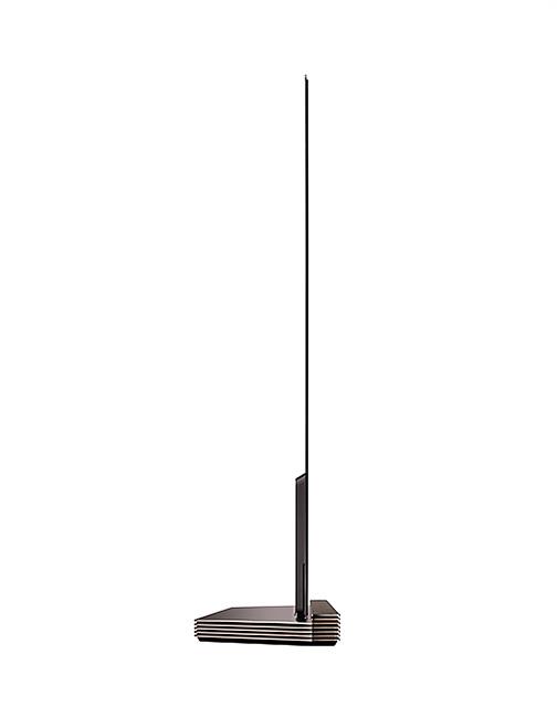 스마트폰 보다 얇은 2.5mm의 초슬림 패널을 자랑하는 LG 시그니처 올레드 TV의 옆모습입니다.