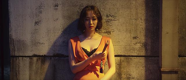 뮤직비디오에서 다솜이 연기하고 있는 모습