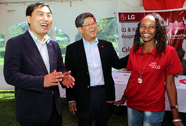 LG 이충학 부사장이 케냐의수족 현장 방문 모습