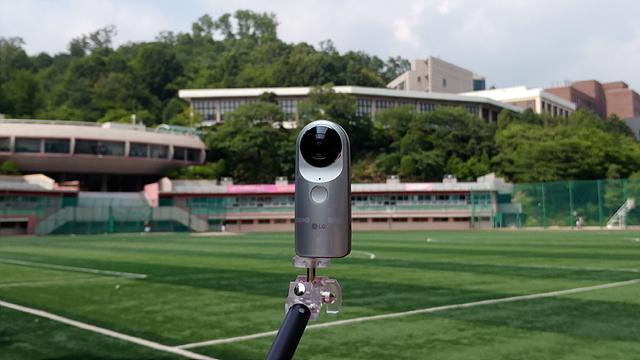 LG 360 캠을 셀카봉에 장착시킨 모습입니다.